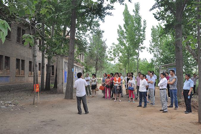 5月23日,院党委组织广大党员干部到鸠山红专大学旧址参观
