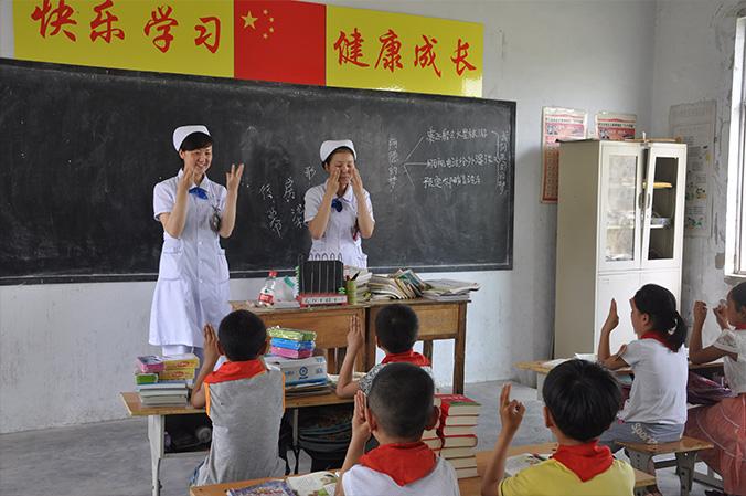 """开展""""践行党的群众路线,关爱农村留守儿童""""活动"""